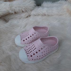 Native Girls Pink Water Shoes Sz 5